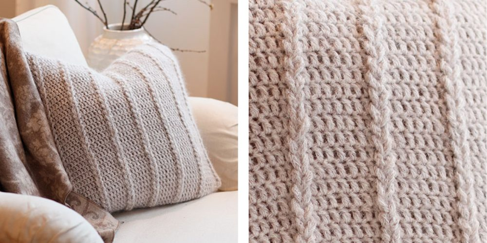 Cozy Crochet Pillow [FREE Crochet Pattern] | thecrochetfox.com