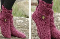 Crochet Hot Pink Socks [FREE Crochet Pattern] | thecrochetfox.com